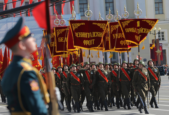 Военный парад, посвященный 70-й годовщине Победы, в Санкт-Петербурге