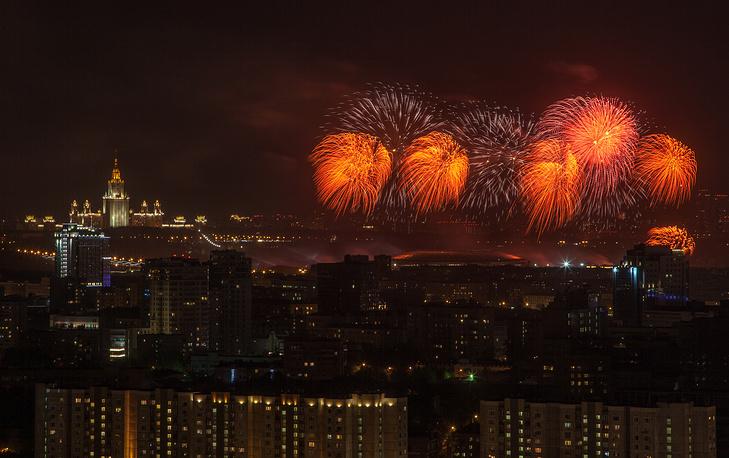 Праздничный салют в Москве, посвященный 70-летию Победы