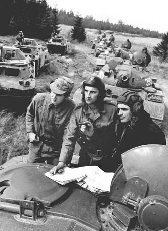 Одни из последних учений проводились в 1982 году. На фото: учения советских, польских и чехословацких войск накануне 20-й годовщины подписания Варшавского договора, 1975 год