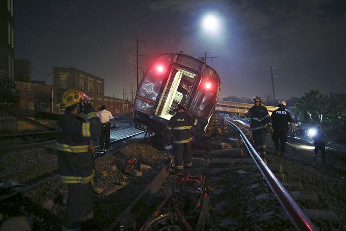 Представили полиции сообщили о 50-60 пострадавших, некоторые госпитали Филадельфии информировали о том, что к ним с места аварии поступили около 100 человек