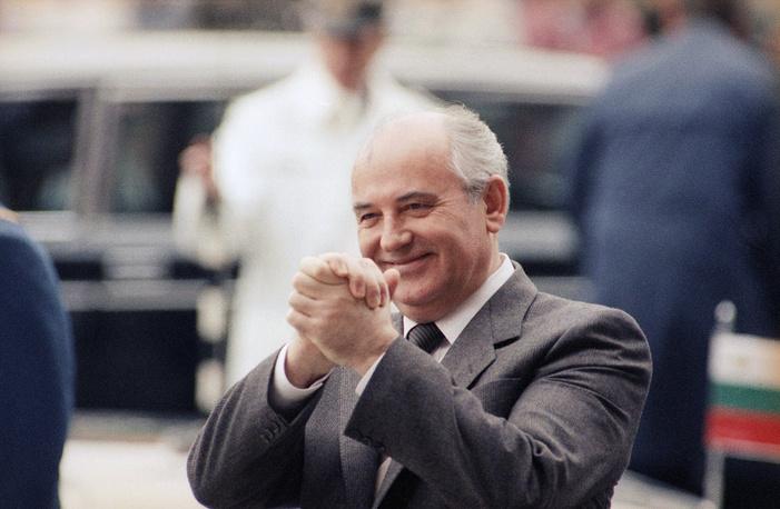 Михаил Горбачев, заняв пост генсека ЦК КПСС в 1985 году, сразу инициировал реформу ОВД. В июне 1990 года в Москве было решено придать организации политический характер. На фото: Горбачев в Берлине на встрече стран - участниц ОВД, май 1987 года