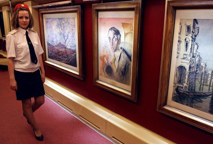 """Поезд """"Акварель"""", в вагонах которого размещены репродукции картин из собрания Русского музея"""