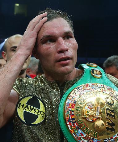 Российский боксер Григорий Дрозд (действующий чемпион) победил поляка Кшиштофа Влодарчика и стал чемпионом по версии WBC в первом тяжелом весе, 2014 год