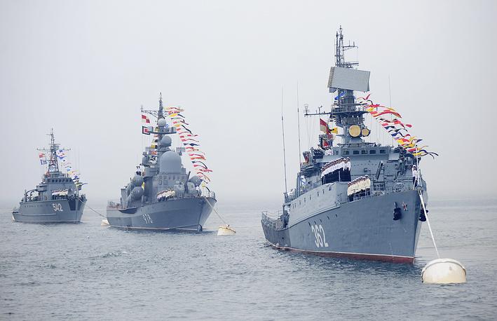 Парадный строй кораблей Тихоокеанского флота