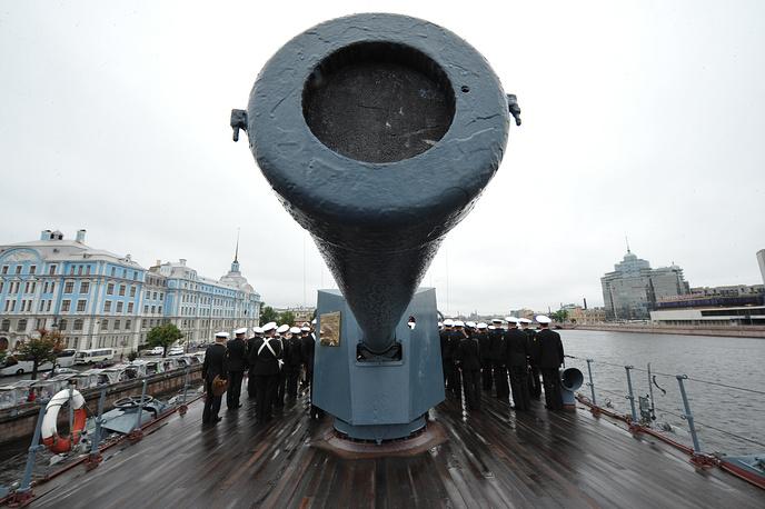 """Во время церемонии принятия военной присяги на борту крейсера """"Аврора"""", 2013 год"""