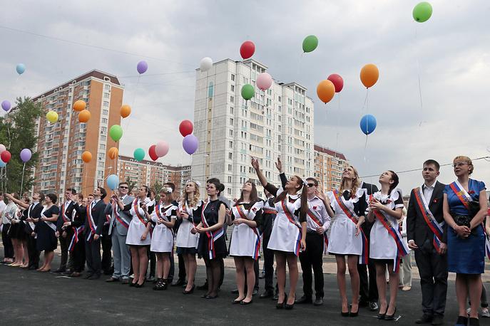 Выпускники школы №1474 на торжественной линейке, Москва