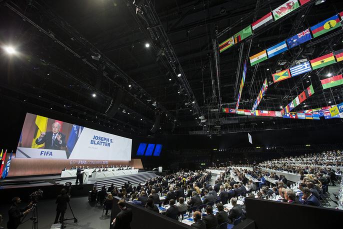 29 мая Йозеф Блаттер был переизбран на пост президента ФИФА на конгрессе организации в Цюрихе. Функционер возглавляет ФИФА с 1998 года; он работает в Международной федерации футбольных ассоциаций с 1975 года