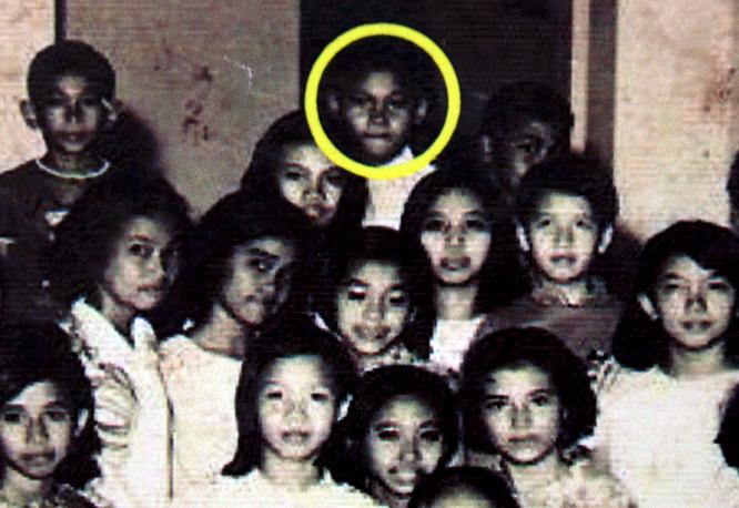 Будущий президент США Барак Обама с одноклассниками