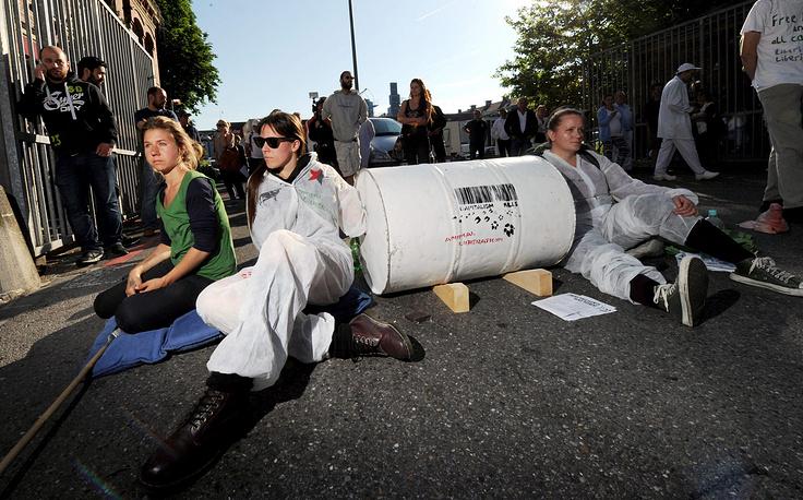 """На фото: протестующие против проведения саммита """"семерки"""" в Мюнхене"""