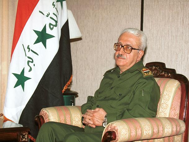 30 июня 2004 г. вместе с Саддамом Хусейном и другими функционерами режима был передан американцами под юрисдикцию иракского правительства и помещен в тюрьму Эль-Казымия в Багдаде. 1 июля предстал перед Специальным трибуналом по обвинению в массовых убийствах в 1979 и 1991 гг., которое позднее было снято.  На фото: вице-премьер Республики Ирак Тарик Азиз, 2001 год