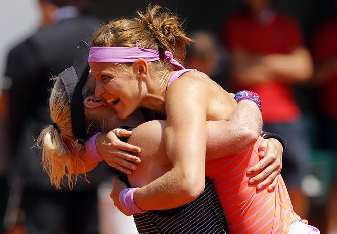 Помимо прочего, чешка Люси Шафаржова и американская теннисистка Бетани Маттек-Сэндс стали победительницами Открытого первенства Франции в парном разряде. Победители соревнований в парных разрядах получат по 450 тысяч евро