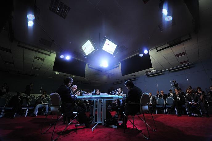 """Число участников форума-2012 - 5,3 тыс. человек из более чем 70 стран. На фото: во время дебатов """"Сырьевая безопасность и обеспечение потребностей 3 миллиардов новых потребителей во всем мире"""", 2012 год"""