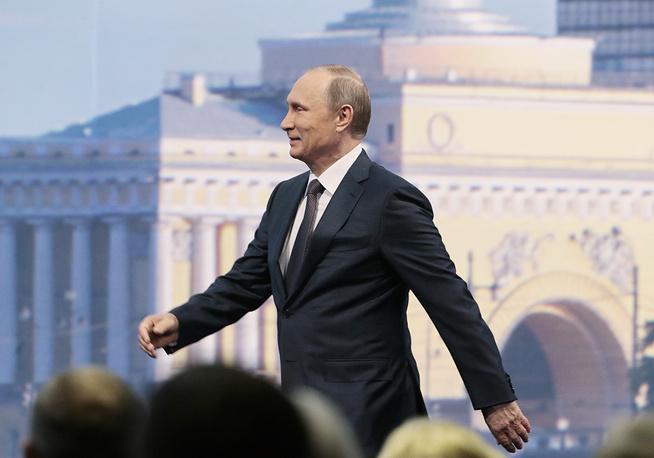 """Президент России Владимир Путин на пленарном заседании """"Время действовать: совместными усилиями к стабильности и росту"""""""