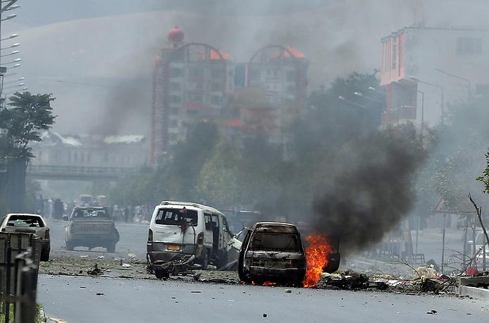 В течение 30 минут раздались порядка девяти взрывов, в том числе на улице был подорван заминированный автомобиль