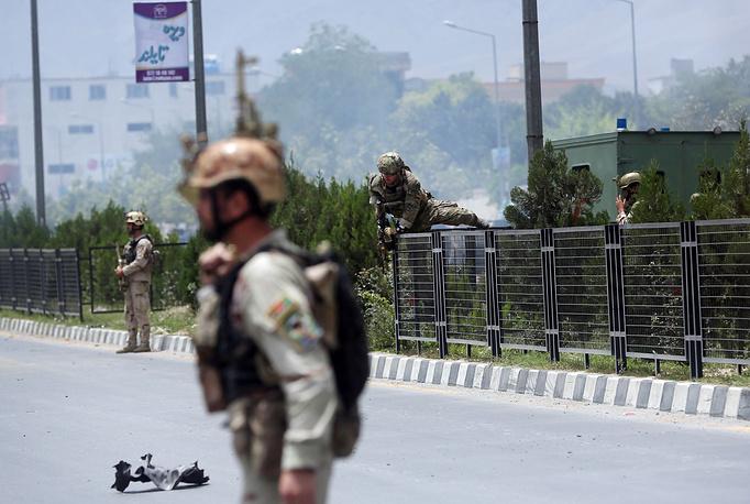 Атака началась со взрыва прямо в здании Волеси джирга - нижней палате парламента в столичном квартале Дарул Аман