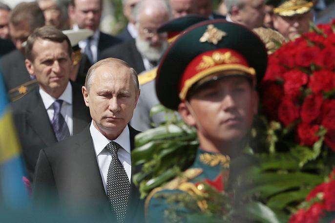 Президент РФ Владимир Путин и спикер Госдумы Сергей Нарышкин (слева)