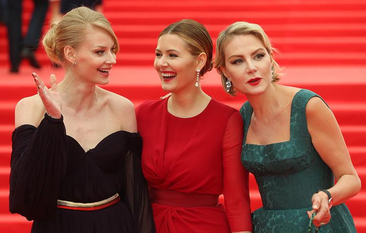 Актрисы Светлана Ходченкова, Мария Кожевникова и Рената Литвинова (слева направо)