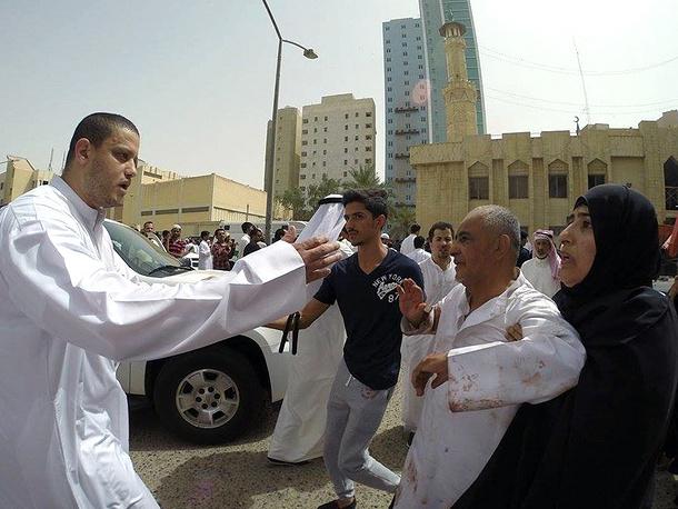 Место происшествия одним из первых посетил эмир Кувейта Сабах аль-Ахмед аль-Джабер Ас-Сабах