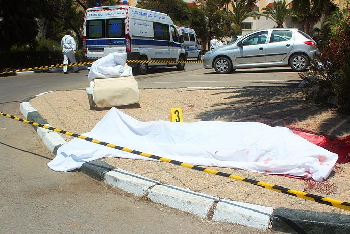 26 июня в курортном городе Сус в Тунисе неизвестные атаковали два отеля, открыв стрельбу по туристам. В результате атаки погибли 37 человек