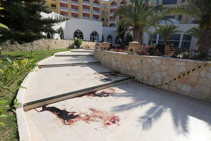 В связи с терактом в стране приняты повышенные меры безопасности. В туристических зонах усилены наряды полиции и Национальной гвардии