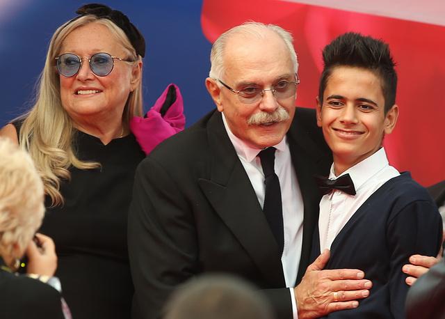 Президент Московского международного кинофестиваля Никита Михалков (в центре) с супругой Татьяной