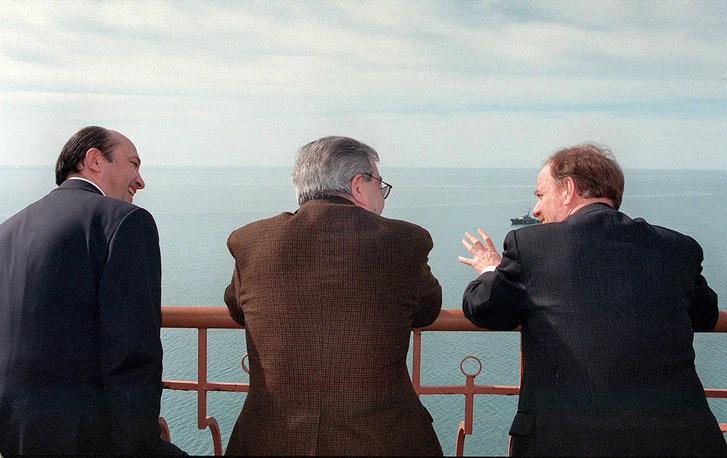 Министр иностранных дел РФ Игорь Иванов премьер-министр РФ Евгений Примаков и министр иностранных дел Великобритании Робин Кук, 1999 год