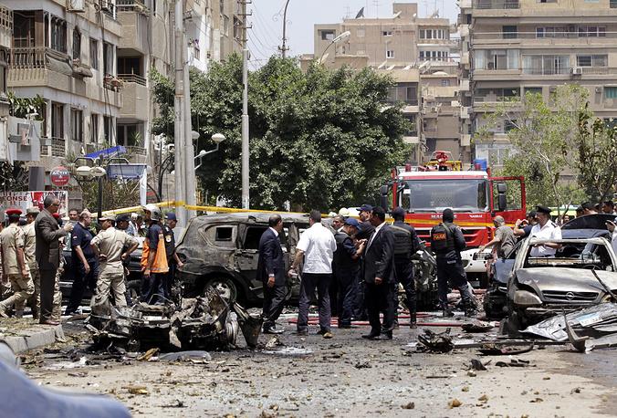 Взрывное устройство, по предварительным данным, было заложено в припаркованный поблизости автомобиль