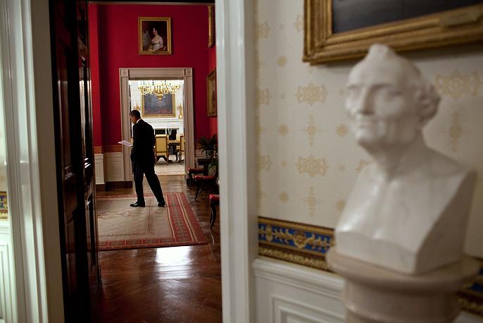 Президент США Барак Обама в Красной комнате Белого дома, 2011 год