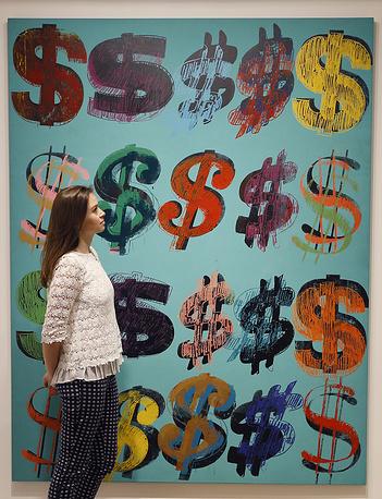 """Самым дорогим произведением искусства, проданным за всю историю аукционов  Sotheby's, стала картина абстракциониста Джексона Поллока """"No. 5, 1948"""", написанная в 1948 г.  Она является одним из самых известных его произведений и представляет собой лист фанеры, на котором разбрызгана краска разных цветов.  В 2006 г. ее купил мексиканский финансист Дэвид Мартинес за $140 млн"""