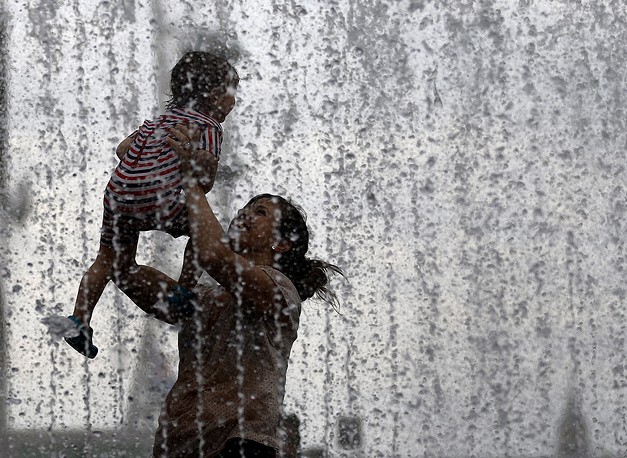 У фонтана в Лондоне, Великобритания