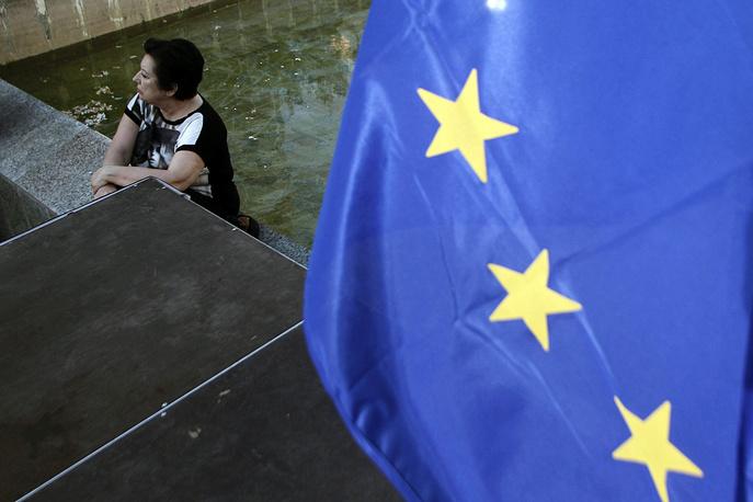 """В телевизионном обращении к нации 1 июля премьер Ципрас подчеркнул, что """"в любом случае греческое правительство остается за столом переговоров и будет оставаться за столом переговоров до конца, и будет там и в понедельник сразу же после референдума, с лучшими условиями для греческой стороны"""""""