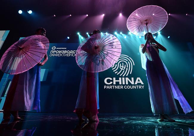 Как отметил Медведев, представительство Китая на выставке в Екатеринбурге  - свидетельство высокого уровня стратегического партнерства двух стран