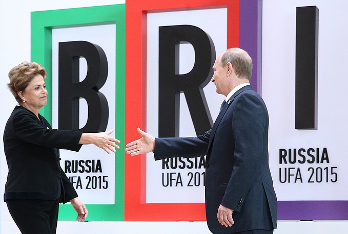 Президент Бразилии Дилма Руссефф и президент России Владимир Путин на церемонии приветствия лидеров стран БРИКС