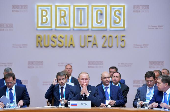 Президент России Владимир Путин на встрече с лидерами БРИКС в расширенном составе
