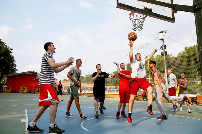 Баскетбольная площадка в парке Горького