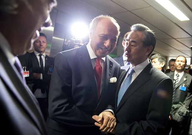 Министр иностранных дел Франции Лоран Фабиус и министр иностранных дел Китая Ван И