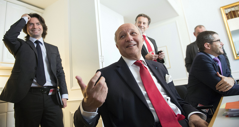 Министр иностранных дел Франции Лоран Фабиус (в центре)