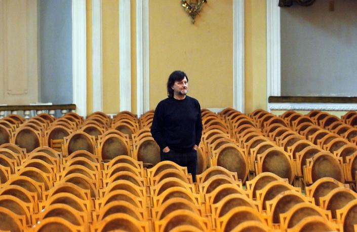 Дипломной работой композитора был концерт- баллада для скрипки с оркестром. В последующие годы Рыбников написал шесть симфоний и другие произведения симфонической, хоровой и камерной музыки. На фото: Рыбников в Большом зале консерватории, 2005 год