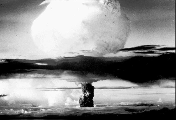 """Рассчитанная по показаниям прибора сила взрыва на испытании """"Тринити"""" составила около 20 тыс. т."""