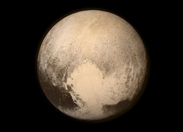 16 июля американский космический аппарат New Horizons передал на Землю снимки поверхности Плутона и самого большого его спутника - Харона. Изображения были продемонстрированы на пресс-конференции представителями NASA