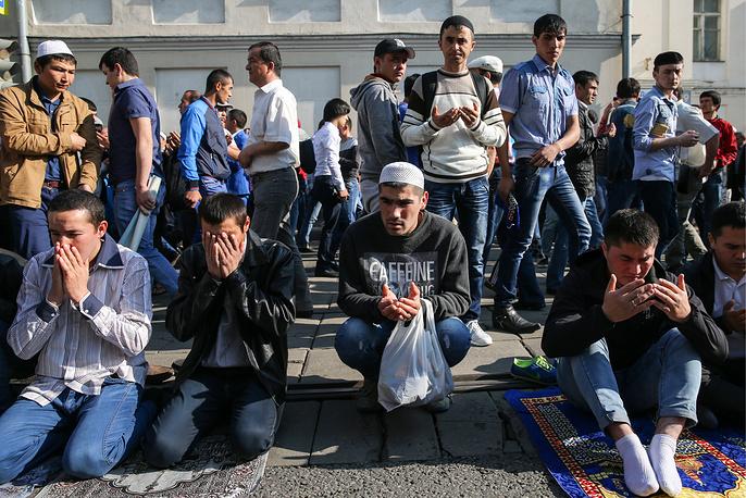 В мероприятиях, посвященных мусульманскому празднику Ураза-байрам, в Москве приняли участие около 160 тыс. человек.