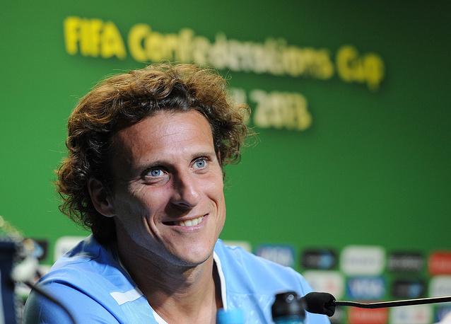 Лучший игрок чемпионата мира 2010 года уругваец Диего Форлан