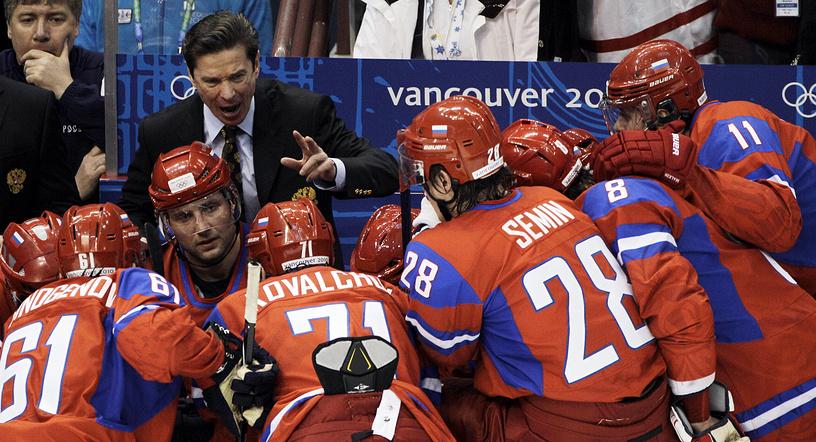 Выступление на Олимпийских играх-2010 в Ванкувере нельзя занести в актив сборной России. Команда Вячеслава Быкова завершила выступление на турнире, проиграв канадцам - 3:7. На фото: главный тренер и хоккеисты российской сборной во время матча против команды Канады