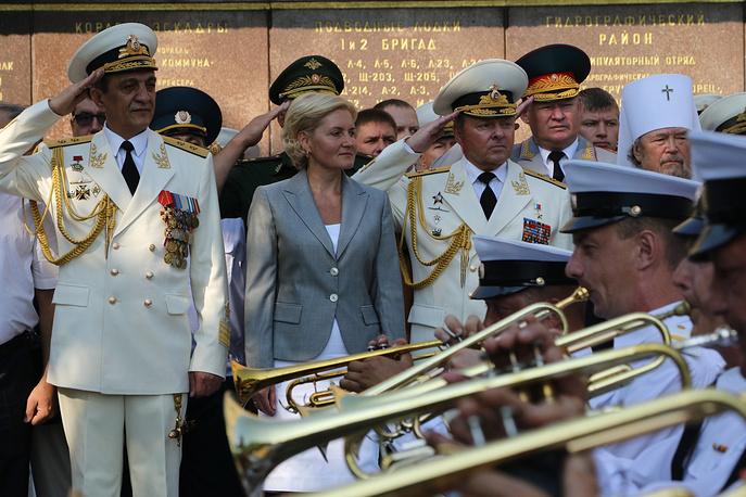Вице-премьер РФ Ольга Голодец и губернатор Севастополя Сергей Меняйло (слева), Севастополь