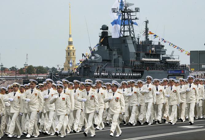 Во время военно-морского парада в Санкт-Петербурге