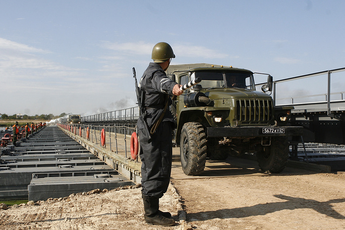 Автомобильные войска предназначены для перевозки личного состава, подвоза боеприпасов, горючего, продовольствия и других материальных средств, необходимых для ведения боевых действий, а также для эвакуации раненых, больных и техники