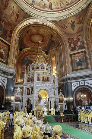 В храме Христа Спасителя во время божественной литургии по случаю 1000-летия преставления святого равноапостольного князя Владимира, Россия, Москва, 28 июля 2015 года