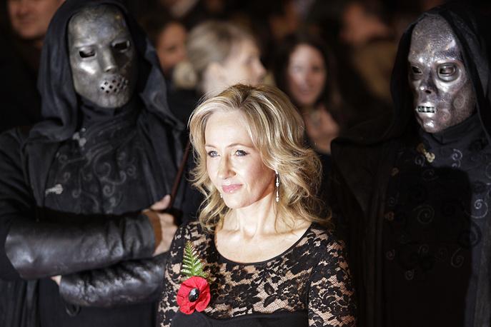 """Джоан Роулинг на мировой премьере фильма """"Гарри Поттер и Дары Смерти"""" в Лондоне, 2010 год"""