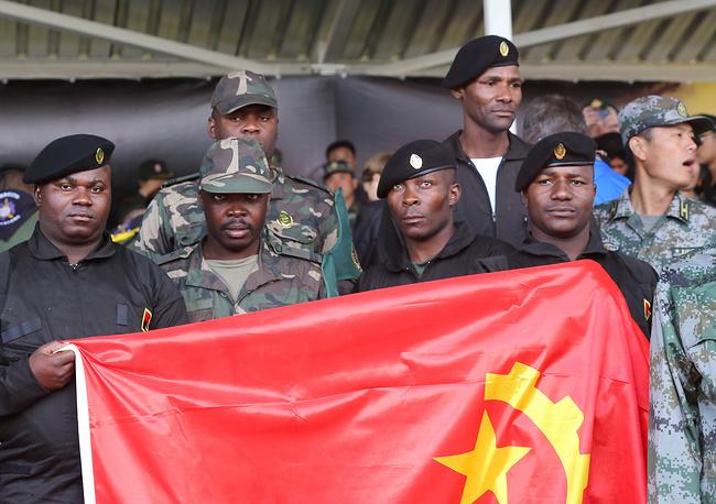 Военнослужащие вооруженных сил Анголы на торжественной церемонии открытия первых Армейских международных Игр-2015 на полигоне Алабино