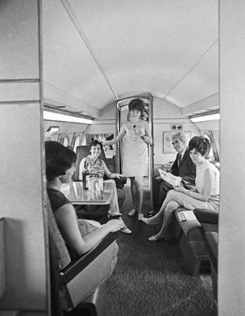 В салоне пассажирского самолета Як-40, 1971 год